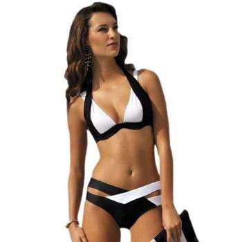 Bikini blanco y negro, sujetador push up de doble tirante.